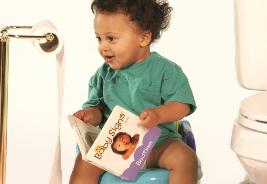 תינוק על סיר